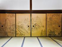 Porta pintada antiga no templo de Ryoanji Imagem de Stock