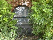 Porta/porta de madeira do quadro do tijolo Imagem de Stock