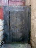 Porta posteriore del metallo del vicolo Fotografie Stock Libere da Diritti