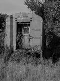 Porta preto e branco do trem foto de stock