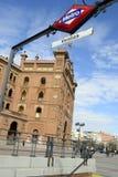 A porta principal e o metro quadrados de Las Ventas assinam, Madri Fotografia de Stock Royalty Free