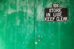 Porta principale del deposito tenga chiaramente!! Immagine Stock Libera da Diritti