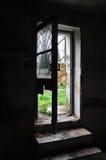 Porta quebrada casa abandonada Imagem de Stock Royalty Free