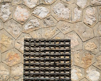 Porta-stuoia di legno sul pavimento del cemento Fotografia Stock Libera da Diritti