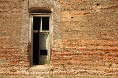 Porta sul castello abbandonato Immagine Stock Libera da Diritti