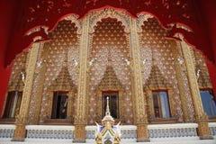 Porta in tempio di Wat Pailom Immagine Stock