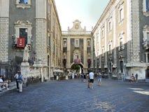 Porta Uzeda en Terme Achilliane in Catanië, Italië Stock Afbeeldingen
