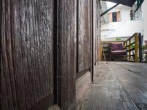 Porta velha de madeira de Brown Foto de Stock