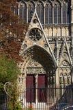 A porta velha de Notre Dame Foto de Stock Royalty Free