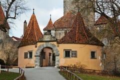 Porta velha do castelo em Rothenburg imagem de stock