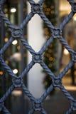 Porta velha do ferro forjado com decorações florais Imagem de Stock