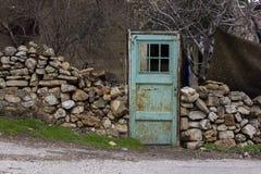 Porta velha do metal do jardim com oxidação Fotos de Stock Royalty Free