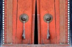 Porta velha em monastry budista fotografia de stock royalty free