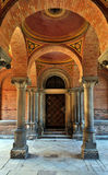 Porta velha entre colunas Foto de Stock