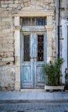 Porta velha, estrutura decorativa do vintage em Chipre Fotos de Stock