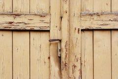 Porta velha fechada e travada fotos de stock royalty free