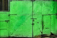 Porta verde da chapa metálica Foto de Stock Royalty Free