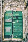 Porta verde do vintage, pacote, Croácia, filtro análogo fotografia de stock royalty free