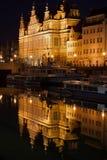 A porta verde em Gdansk na noite Imagem de Stock Royalty Free