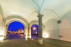 A porta verde na noite em Gdansk Foto de Stock