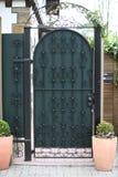 Porta verde ornamentado da entrada do metal Imagens de Stock Royalty Free