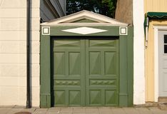 Porta verde velha Imagens de Stock Royalty Free