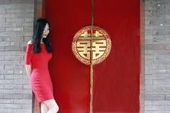 """Porta vermelha com felicidade chinesa do dobro do ¼ Œ do """"ï do  do› do å do ` da palavra imagem de stock royalty free"""
