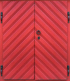 Porta vermelha do vintage velho com mobília bonita Imagem de Stock