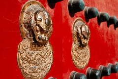 Porta vermelha tradicional chinesa Imagem de Stock Royalty Free