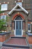 porta vittoriana Londra di verde della casa Fotografie Stock Libere da Diritti