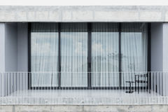 Porta viva da janela de vidro do espaço do balcão exterior fotografia de stock royalty free