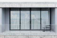 Porta vivente della finestra di vetro dello spazio del balcone all'aperto Fotografia Stock Libera da Diritti