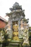 Portaal binnen het Koninklijke paleis, Ubud, Bali, Indonesië stock foto's