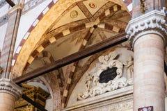 Portaal in chiesa Di Sant Anastasia in de stad van Verona Stock Foto