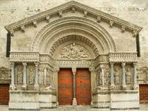 Portaal van Kathedraal Arles stock afbeeldingen