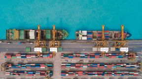 Portacontenedores de la visión aérea del puerto marítimo para el fondo del concepto de las importaciones/exportaciones o del tran fotografía de archivo libre de regalías