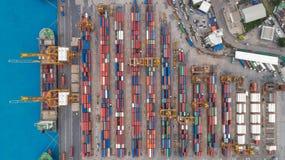 Portacontenedores de la visión aérea del puerto marítimo para el fondo del concepto de las importaciones/exportaciones o del tran fotografía de archivo