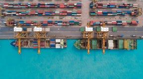 Portacontenedores de la visión aérea del puerto marítimo para el fondo del concepto de las importaciones/exportaciones o del tran imagen de archivo libre de regalías