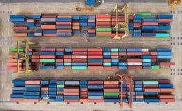Portacontenedores de la visión aérea del puerto marítimo para el fondo de la logística de las importaciones/exportaciones o del c imagen de archivo libre de regalías
