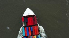 Portacontenedores en la exportaci?n y la importaci?n Buque mercante internacional almacen de metraje de vídeo