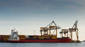 Portacontenedores en puerto Imágenes de archivo libres de regalías