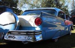 Portador restaurado clássico de Ford Fairlane With Spare Tire Foto de Stock Royalty Free