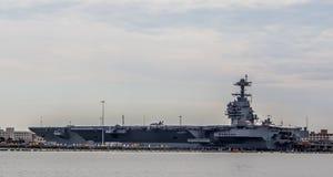 Portadores da marinha dos E.U. na jarda de Norfolk em Virgínia foto de stock royalty free