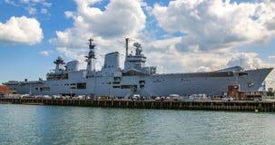 Portaerei nel porto di Portsmouth Immagini Stock Libere da Diritti