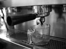 Portafilter στη μηχανή cappuccino Στοκ Φωτογραφία