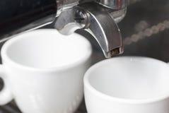 Portafilter e due tazze del caffè espresso. Immagini Stock Libere da Diritti