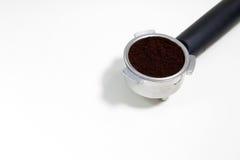 Portafilter llenó del café molido Imágenes de archivo libres de regalías