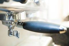 Portafilter på espressomaskinen royaltyfri foto