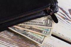 Portafoglio con differenti banconote in dollari fotografie stock libere da diritti