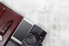 Portafoglio della macchina fotografica della foto dell'azionamento dell'istantaneo del legame del telefono cellulare dell'orologi Immagine Stock